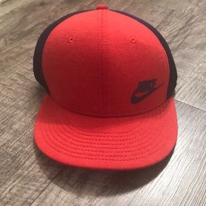 NWOT Nike snap back hat, red and navy